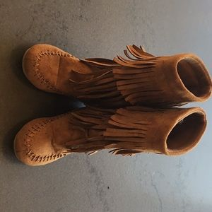 Girls brown boots with tassels